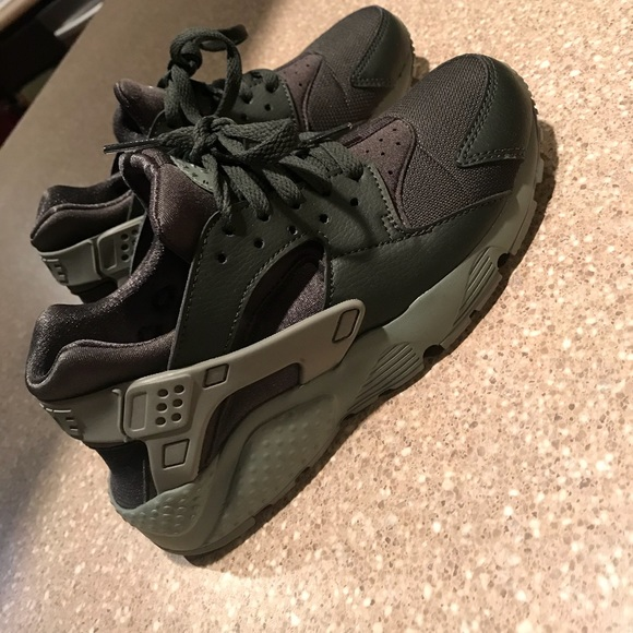 b51c1cabab3a ... coupon code for womens nike huarache olive green forest green 35e34  a548f